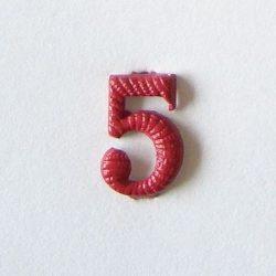 Fém szám - piros 5
